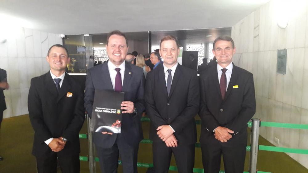 Autoridades voltam de Brasília esperançosas