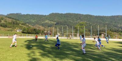 Economia de gols na abertura do municipal